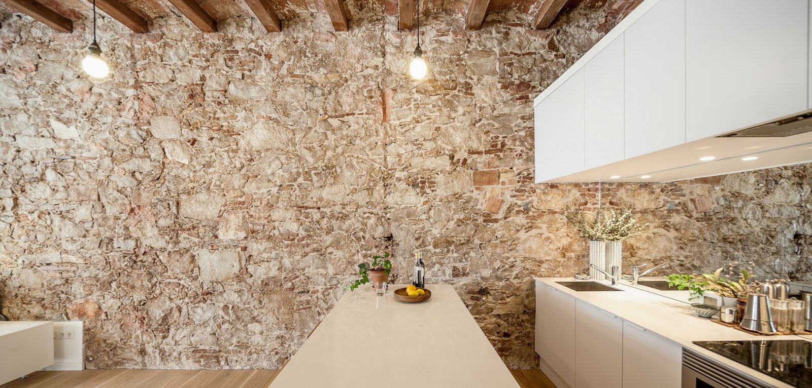 Renovation Apartment in Les Corts kitchen stone wall